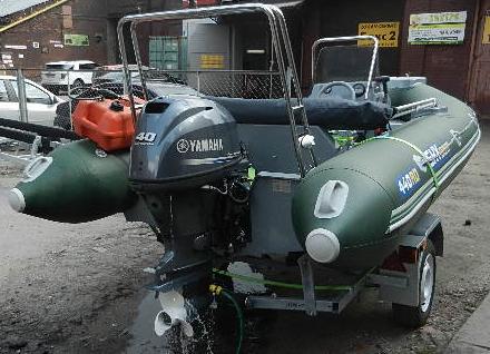 Установка судовой мебели, подвесного лодочного мотора, монтаж СДУ на лодке РИБ Скайбот